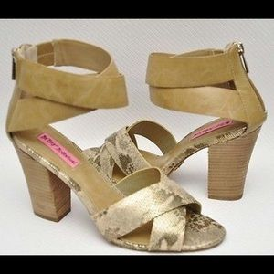 Betsey Johnson Bazar Heels Pumps Metallic Snake 6